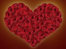 Сердце красных роз на темной предпосылке Стоковые Изображения RF