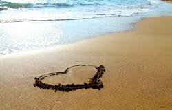 Сердце нарисованное в песке на пляже Стоковая Фотография RF