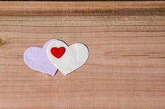Сердце на деревянной предпосылке День валентинки, Wedding концепция влюбленности Стоковое фото RF