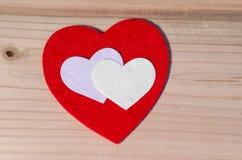 Сердце на деревянной предпосылке День валентинки, Wedding концепция влюбленности Стоковое Фото