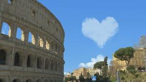 Сердце облаков в голубом небе акции видеоматериалы