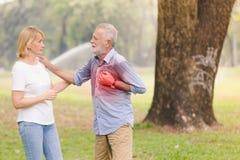 Сердце остановки сердечной деятельности старших людей Стоковые Изображения
