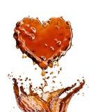 Сердце от выплеска колы при пузыри изолированные на белизне Стоковое Изображение