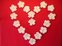 Сердце от искусственних цветков Стоковые Фотографии RF