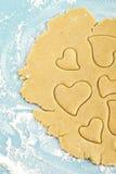 сердце резца печений делая форменный shortbread Стоковое Изображение