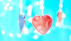 Сердце рождественской елки на предпосылке светов Нового Года, теме зимнего отдыха счастливое Новый Год Космос для текста стоковые фотографии rf
