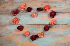 Сердце сделанное из высушенных розовых бутонов Стоковые Фотографии RF