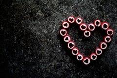 Сердце сделанное из конфет сахара на темной предпосылке стоковые фотографии rf