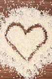 Сердце семян сезама на борту, здоровых концепции питания и sumbol влюбленности Стоковое Изображение