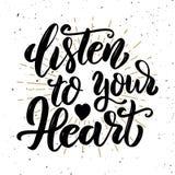сердце слушает к вашему Нарисованная рукой цитата литерности мотивировки Стоковые Фото