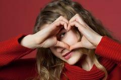 сердце смотря детенышей женщины Стоковое Изображение RF