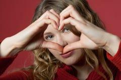 сердце смотря детенышей женщины Стоковые Изображения RF
