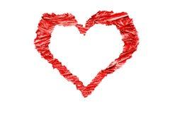 Сердце сформировало красочную яркую красную обжатую деревянную рамку переклейки chippings с неровными грубыми краями Стоковые Фотографии RF