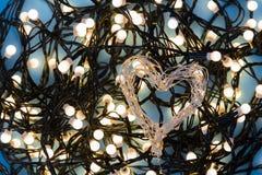 Сердце сформировало света праздника со светами brights в backgroun стоковая фотография