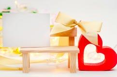 сердце с куском бумаги Валентайн дня s Концепция влюбленности романско элегантность стоковые фотографии rf