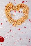 Сердце формы от Granola вектор Валентайн иллюстрации дня пар любящий скопируйте космос Взгляд сверху принципиальная схема здорова Стоковая Фотография