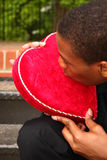 сердце целуя человека Стоковое Изображение