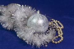 Серебристый шарик Нового Года Стоковое фото RF