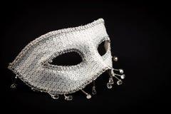Серебряная богато украшенная маска изолированная на черноте Стоковое фото RF