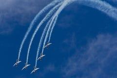 Серебряная демонстрация высшего пилотажа соколов Стоковое фото RF