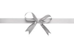 Серебряная лента с смычком для упаковки Стоковое фото RF