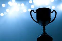 Серебряная конкуренция трофея в темноте стоковая фотография rf