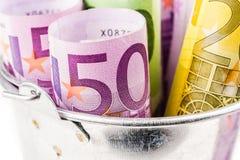 Серебряная корзина вполне больших банкнот евро Стоковое Фото