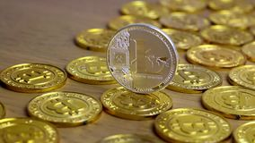 Серебряная монетка Litecoin сток-видео