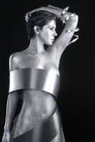 Серебряная одежда металла на модели покрашенной телом Стоковое Фото