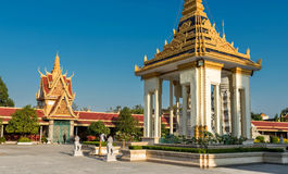 Серебряная пагода/королевский дворец, Пномпень, Камбоджа стоковые изображения