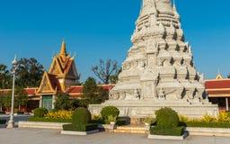 Серебряная пагода/королевский дворец, Пномпень, Камбоджа стоковые фото