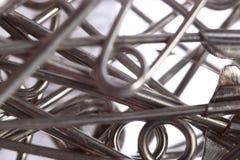 Серебряная фибула цвета, много частей в конце вверх по shootin фото макроса стоковые изображения rf