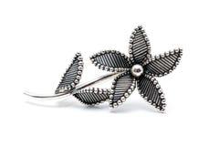 Серебряная фибула цветка Стоковая Фотография RF