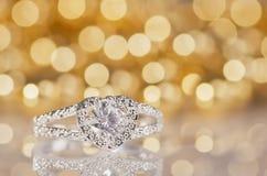 Серебряное кольцо в форме сердца Стоковое фото RF