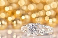 Серебряное кольцо в форме сердца Стоковое Фото