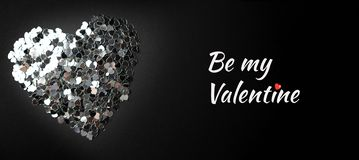 Серебряное сердце на черной предпосылке стоковые фотографии rf