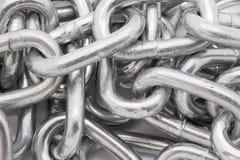Серебряное сияющее closeyp цепи металла стоковое изображение