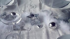 Серебряное украшение ресторана сток-видео