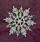 Серебряное украшение снежинки яркого блеска Стоковые Изображения RF