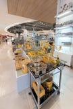 Серебряные и золотые утвари десерта в моле парагона Сиама, Бангкоке Стоковые Фото