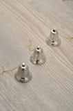 Серебряные колоколы для того чтобы украсить рождественскую елку Стоковые Изображения RF