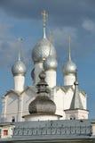 Серебряные куполки лука церков воскресения - Ростова Кремля Стоковая Фотография RF