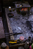 Серебряные мастерская и инструменты в Мьянме стоковое изображение