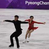 Серебряные медалисты Wenjing Sui и Cong Хан Китая выполняют в парах катаясь на коньках свободно катающся на коньках на 2018 Олимп Стоковые Изображения