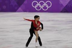 Серебряные медалисты Wenjing Sui и Cong Хан Китая выполняют в парах катаясь на коньках свободно катающся на коньках на 2018 Олимп Стоковое Фото