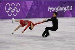 Серебряные медалисты Wenjing Sui и Cong Хан Китая выполняют в парах катаясь на коньках свободно катающся на коньках на 2018 Олимп Стоковые Фотографии RF