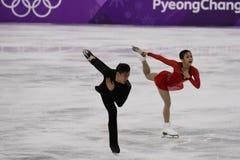Серебряные медалисты Wenjing Sui и Cong Хан Китая выполняют в парах катаясь на коньках свободно катающся на коньках на 2018 Олимп Стоковые Изображения RF