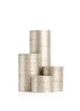 Серебряные монеты стоят вертикально в изолированных колонках, Стоковые Изображения RF