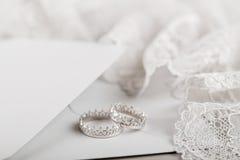 Серебряные обручальные кольца кроны Стоковая Фотография