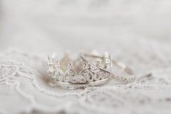 Серебряные обручальные кольца кроны Стоковое Фото